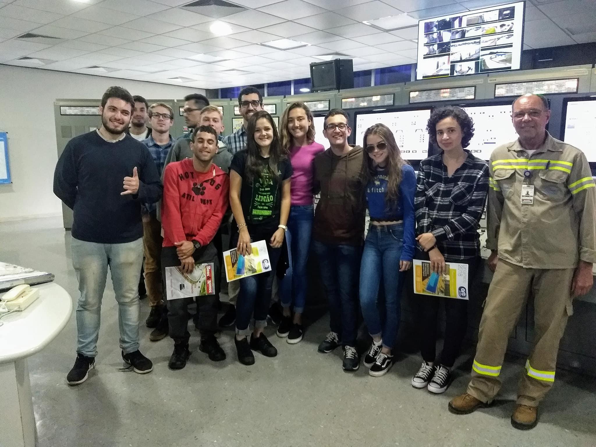 alunos do curso de engenharia civil da UFSC, de Florianópolis,